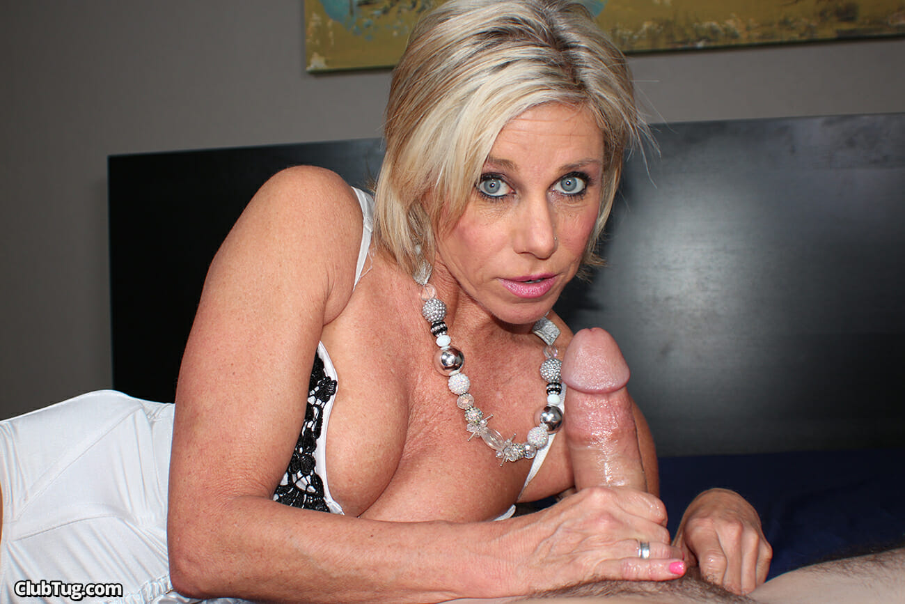 Payton Hall Giving A Pov Handjob