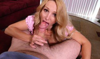Billi Bardot sucking cock