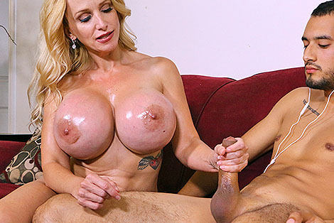 Watch Billi Bardot Tit Fucking Handjob at Club Tug