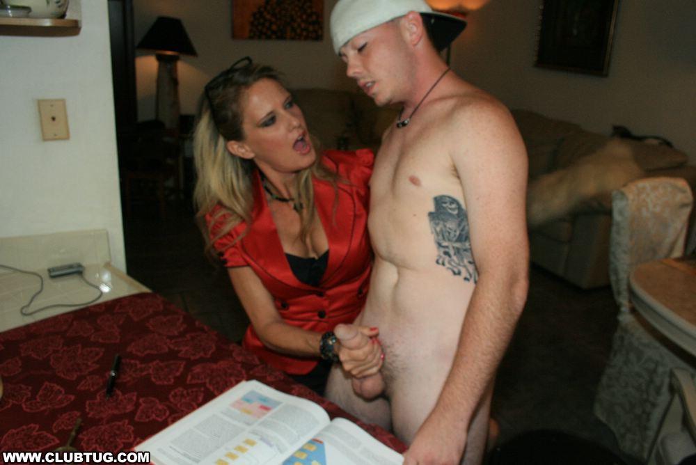 Порно учитель трогает член