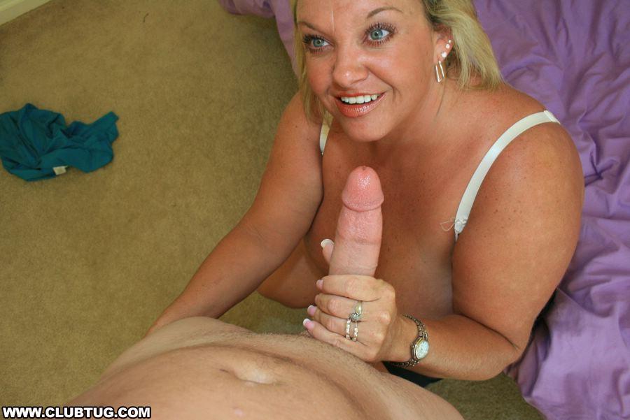 Hot housewife jacks off the gardener 1