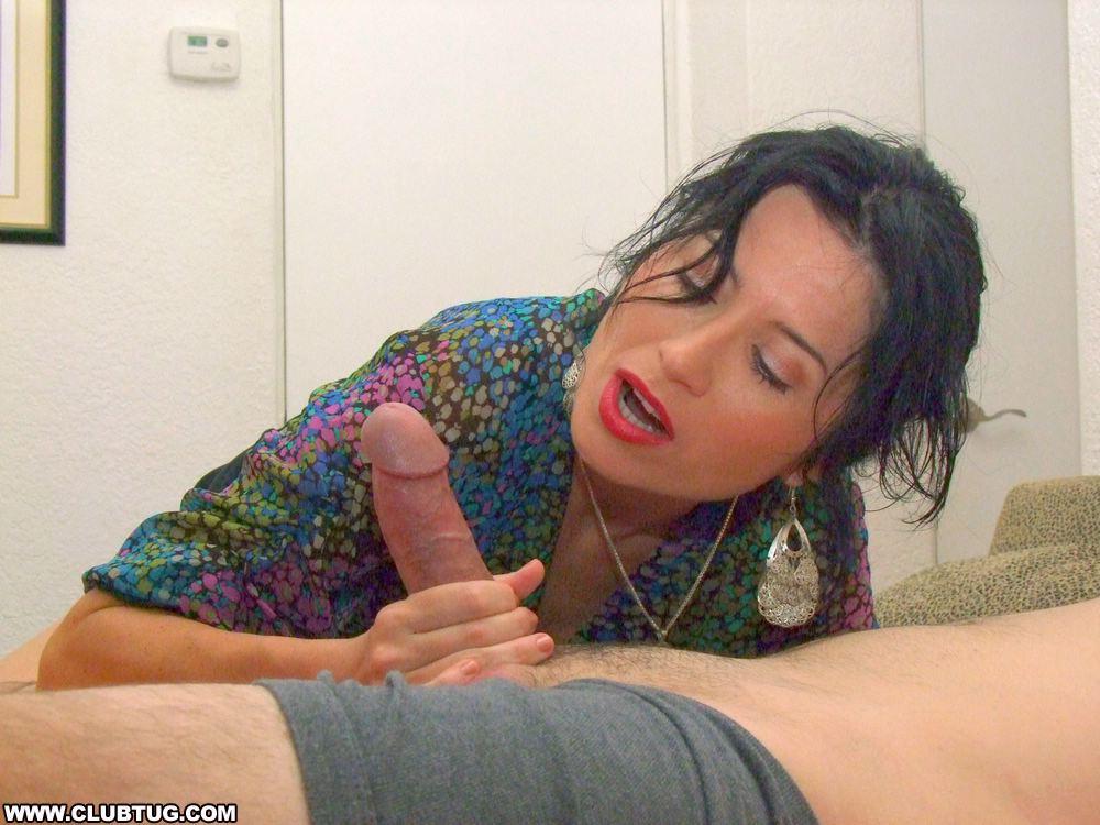 Big boobs housekeeper suck your little dick 0 9